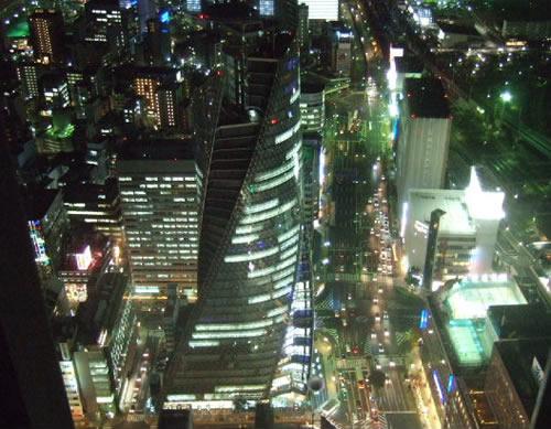 スカイプロムナードから見た「名古屋モード学院のデザインビル